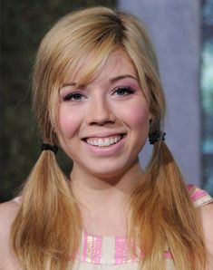 Jennette McCurdy Photos - Jennette McCurdy attends as NYLON and Aloft Hotels Celebrate The June/July Music Issue With Avril Lavigne at the Highline Ballroom on June 2013 in New York City. - Avril Lavigne Celebrates Her New NYLON Cover Jenette Mccurdy, Claire Holt, Avril Lavigne, I Love Girls, Long Beach, Hollywood Actresses, Pin Up, Curvy, Beautiful Women