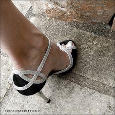 Shot by Fuji FinePix S5000    better view    07.10.07 | DSCF6373 | Torre San Giovanni (Salento)    Le scarpe da ballo di Clo.  Sono nate per il tango, ma lei le usa per i balli caraibici.    Clo's dance shoes.  Made for tango, but used for caribbean dances.     Beautiful nails photos - http://divinumphoto.com