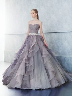 Gray Organza Wedding Dress Sweetheart Neckline in 2019 Sweetheart Wedding Dress, Dream Wedding Dresses, Vestidos Vintage, Quinceanera Dresses, Beautiful Gowns, Pretty Dresses, Bridal Gowns, Designer Dresses, Marie