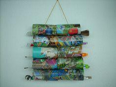 Com rolos de papel higiênico, boa ideia  http://cacareco.net/2009/09/04/artesanato-com-rolo-de-papel-higienico/