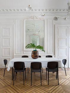 Parisian Pied-à-terre / Studio Razavi Architecture Interior Architecture, Interior And Exterior, Interior Design, Classical Architecture, Modernisme, Black And White Tiles, Paris Apartments, Decorating Blogs, Dining Area
