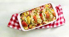 Zuurkoolstamppot uit de oven met appel, hamblokjes en gevulde brie Veg Recipes, Healthy Recipes, Healthy Food, Lidl, Avocado Toast, Guacamole, Zucchini, Nom Nom, Brie