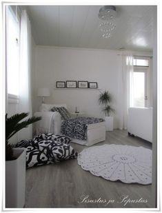 Virkkuukoukkuhommia - Sisustus ja Sepustus Cozy Room, Decor, Indoor Decor, Furnishings, Bedroom Inspirations, Sweet Home, Decor Design, Interior, Home Decor