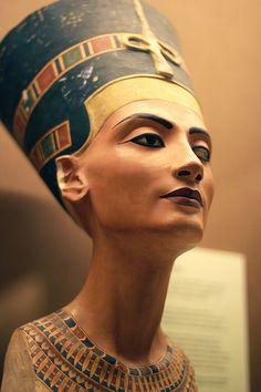 Nefertiti | FAVORITE FACES : Iman as Nefertiti ( Remember The Time , Michael ...