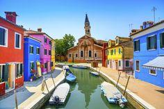 2.Desa Burano in Venesia, Italia. One of the most colourful village in the world! By detik travel.
