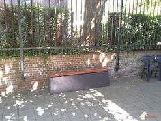 Betonbank DeLuxe Antraciet bij Beroepscollege De Thermen in Heerlen