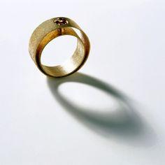 Alternatives gallery for contemporary jewellery - Alberta Vita