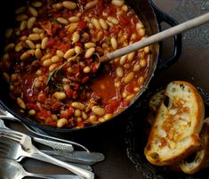 ENGLISH BAKED BEANS & TOAST