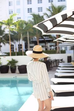 THE STRIPED PLAYSUIT | Fiona from thedashingrider.com wears H&M Playsuit, Boots from Chloé, Straw Hat from Catarzi and Sunglasses from Céline #ootd #whatiwore