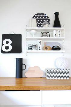 Via Norske Interiorblogger | Nio Nio tray | Ferm Living Cups | Arne Jacobsen Design Letter Mugs | Massimo Vignelli Perpetual Calendar... and snug.cloud :)