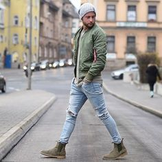 New boots outfit men style beanie ideas Blue Jeans Outfit Men, Grey Boots Outfit, Blue Jean Outfits, Jean Jacket Outfits, Outfits With Hats, Chelsea Boots Outfit, Winter Mode Outfits, Winter Fashion Outfits, Mens Fall Street Style