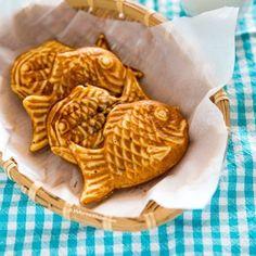 Bungeoppang (Korean Fish Shaped Pastry) - My Korean Kitchen South Korean Food, Korean Street Food, Snack Recipes, Dessert Recipes, Dessert Food, Rice Cake Recipes, Food Deserts, Rice Cakes, Korean Kitchen
