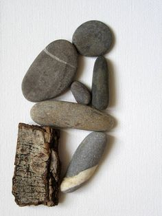 For a personal treat or as a gift: a modern and natural piece of art that conveys emotion. The perfect gift for Art and/or Nature lovers, that can be customized: names, dates can be added. This is a beautiful composition inspired by Auguste Rodins sculpture: The Thinker. The beautiful exotic bird comes to life thanks to a pebble, some pieces of sea glass and seashells. Perched on a branch, symbolized by a dry leaf of Araucaria, the bird adds aesthetics and humor to this audacious compos...