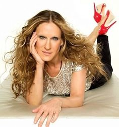 Sarah Jessica Parker is launching SJP–her first shoe collection in collaboration with Manolo Blahnik–bringing her character Carrie Bradshaw's shoe dreams to life. Sarah Jessica Parker, Carrie Bradshaw Shoes, Michael Crichton, Glamour, George Clooney, City Girl, Cate Blanchett, Fashion Quotes, Jennifer Aniston