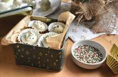 Recept! Christmas cookie truffels (zonder oven) Christmas Cookies, Christmas Holidays, High Tea, Truffels, Fudge, Sweet Recipes, Acai Bowl, Pudding, Sweets