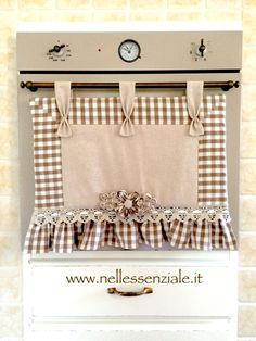 copriforno country Apple Kitchen Decor, Sewing Projects, Diy Projects, Radiator Cover, Deco Table, Dish Towels, Country Chic, Window Coverings, Diy And Crafts