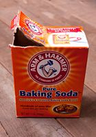 21 Cosmetic Uses for Everyday Foods BAKING SODA FOR BLACKHEADS Mix 1 tablespoon of baking soda with 2 to 3 teaspoons of water (enough to make a thick paste). Apply this to your nose, chin, or other areas where blackheads tend to lurk. The baking soda is a Fashion And Beauty Tips, Make Beauty, Best Beauty Tips, Health And Beauty Tips, Beauty Secrets, Beauty Care, Beauty Hacks, Face Care, Body Care