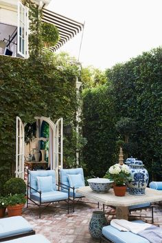 You will love this beautiful Hollywood Hills garden created by Mark D. With some simple tips you can put together your own Hollywood Hills Garden. Garden On A Hill, Garden Room, Outdoor Decor, Outdoor Rooms, House Exterior, Outdoor Retreat, Exterior Design, Patio Furniture Covers, Outdoor Design