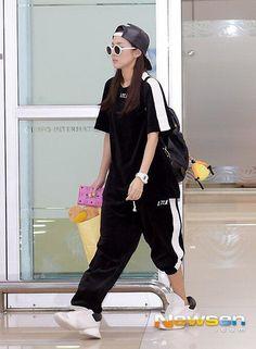 140714 2NE1 Dara at Gimpo Airport back from Japan