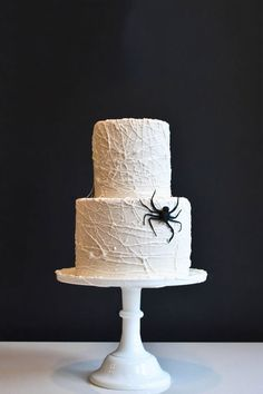Easy ideas, including this cobweb cake, for a flawless and sophisticated Halloween party