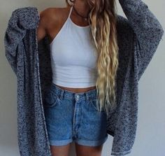 White Crop top, high waisted shorts, cardigan Cut offs rolled up &ya little longer. Trend Fashion, Fashion Mode, Look Fashion, Denim Fashion, 90s Fashion, Style Outfits, Casual Outfits, Cute Outfits, Fashion Outfits