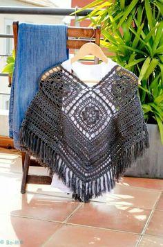 Ponchinho Crochet Shawl, Knit Crochet, Crochet Capas, Poncho Shawl, Knitted Cape, Crochet Clothes, Mandala, Crochet Patterns, Knitting
