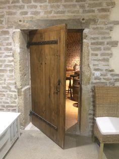 interior door old oak - Oak Doors, Entrance Doors, Rustic Doors, Wooden Doors, Porta Colonial, Barn Door Designs, Timber Frame Homes, Cottage Interiors, French Country House