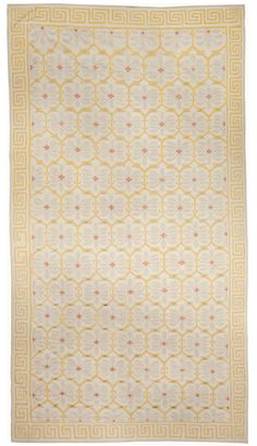 An Indian Dhurrie Rug BB5025 - by Doris Leslie Blau.  A Modern Mid 20th Century Indian Dhurrie Rug with an interlocking abstract all over design...