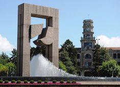 Porta do Atlántico (Plaza de América) - Silverio Rivas 1992 Style At Home, Plaza, Finland, Mansions, House Styles, Google, Home Decor, Sculptures, Shapes