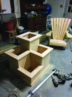 DIY & Home Project. If you want to grow some plants or vegetables in your yard, first you are going to need some good planter boxes. DIY planter box designs, plans, ideas for vegetables and flowers Planter Box Designs, Diy Planter Box, Diy Planters, Building Planter Boxes, Deck Planter Boxes, Garden Boxes, Diy Furniture Plans Wood Projects, Diy Outdoor Furniture, Woodworking Projects Diy