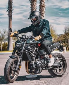 Likes, 12 Comments - Cafe Racers Retro Motorcycle Helmets, Cafe Racer Motorcycle, Motorcycle Design, Motorcycle Outfit, Yamaha 250, Yamaha Cafe Racer, Cafe Racers, Custom Motorcycles, Custom Bikes