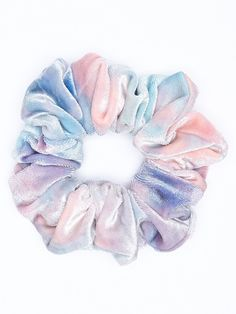 So grateful for scrunch it's because they are so comfy and it's better for your hair because regulars hair ties breaks/damages your hair Fjallraven, Accesorios Casual, Velvet Scrunchie, 80s Hair, Pinterest Hair, Hair Accessories For Women, Jewelry Accessories, Mode Outfits, Polyvore