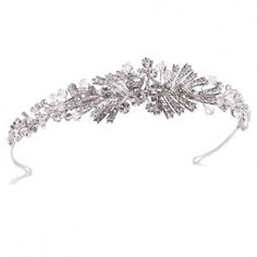 The Cadence Headband by Ivory & Co features an Art Deco inspired headband with solitaire crystals and precision cut crystal beads to give a sense of depth and a truly spectacular sparkle.