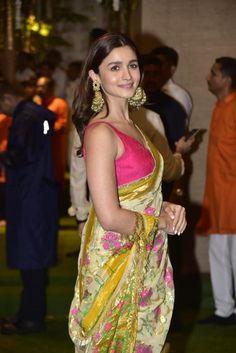 Indian Celebrities, Bollywood Celebrities, Bollywood Saree, Bollywood Fashion, Indian Dresses, Indian Outfits, Alia Bhatt Saree, Alia Bhatt Photoshoot, Alia Bhatt Cute