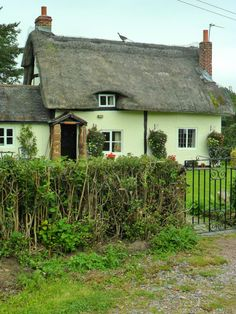 thatched cottage, Ladybirch Wood, Staffordshire, England