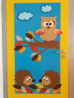 Ajtó dísz Easy Fall Crafts, Fall Crafts For Kids, Craft Projects For Kids, Diy And Crafts, Preschool Door Decorations, School Decorations, Owl Theme Classroom, Classroom Crafts, Bird Paper Craft