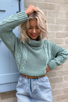 Laura jade light green cropped cable knit jumper , – The Best Ideas Knitted Jumper Outfit, Pullover Outfit, Cable Knit Jumper, Sweater Outfits, Winter Fashion Outfits, Look Fashion, Fall Outfits, Autumn Fashion, Office Outfits