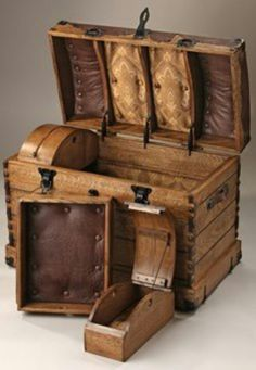Vintage trunk, absolutely gorgeous!