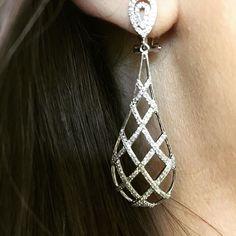 Modern and unique! Gold and diamond teardrop shape earrings! #diamond #earrings #whitegold #teardrop http://ift.tt/1YiJrfT