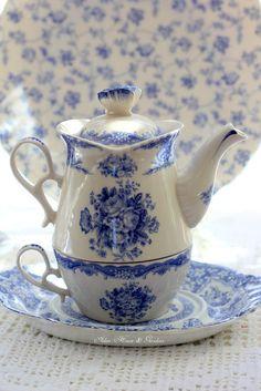 teatime.quenalbertini: Tea in blue and white   Aiken House & Gardens