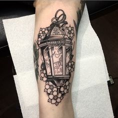 Made a good start on sammys lantern yesterday #tattoo #tattoos #tattooist #tattooflash #tattooartist #tattooworkers #neotrad #neotradsub #neotradtattoo #neotradeu #ntgallery #neotraditional #neotraditionaltattoo #traditional #traditionaltattoo #lantern #lanterntattoo #flowertattoo #paulystattoo #southampton #southamptontattoo