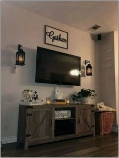 amazing living room wall decor ideas that you must know 24 ~ mantulgan.me amazing living room wall decor id. Living Room Decor Around Tv, New Living Room, My New Room, Tv Stand Ideas For Living Room, Tv Wanddekor, Tv Wall Decor, First Apartment Decorating, Home And Deco, Living Room Designs