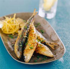 Des poissons dorés mais servis froids, relevés de leur marinade.