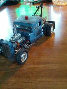 Need a hooker? Model Cars Kits, Kit Cars, Plastic Model Kits, Plastic Models, Tow Truck, Trucks, Old Models, Scale Models, Rat Rods