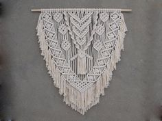 Length of the wood is approx 99 cm inches); macrame canvas is approx max 110 cm Macrame Wall Hanging Diy, Macrame Art, Macrame Projects, Macrame Knots, Fall Crafts, Crafts To Make, Boho Wedding Decorations, Macrame Design, Macrame Patterns