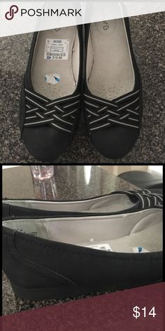 Baretraps Women's Shoes Size 10 WIDE These are the perfect shoes to run around town or just work. These have plenty of cushioning and are BRAND NEW. Baretraps Shoes Flats & Loafers