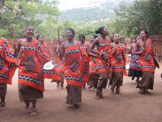 Women in traditional Swazi dress. African Colors, African Traditions, Tribal Dance, Thinking Day, African Culture, African Print Fashion, African Animals, Zulu, African Attire