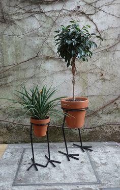 50 Best Interior Design Ideas For The Heart Of Your Home House Plants Decor, Plant Decor, Metal Garden Art, Steel Art, Flower Stands, Iron Art, Iron Decor, Welding Art, 3d Prints