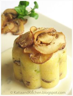 Mini polenta con porri, funghi e fonduta di Zola Thank you internet, for Google tanslate! I'm so making this!! -M