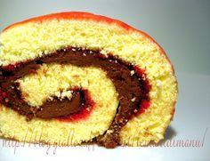 Il salame del re, un golosissimo rotolo dolce alla nutella, è il dolce per eccellenza delle feste di compleanno, dei buffet casalinghi, degli inviti informali e delle merende, che i bambini adorano